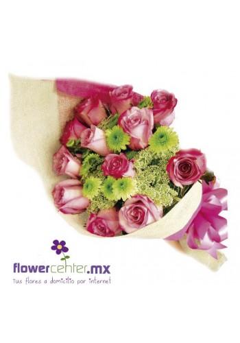 12 Rosas Rosadas en Buquet