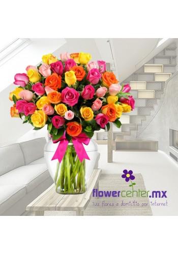 50 Rosas Multicolor en Jarron