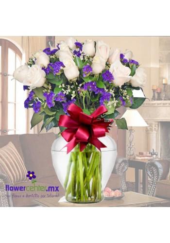 24 Rosas Blancas en Jarron